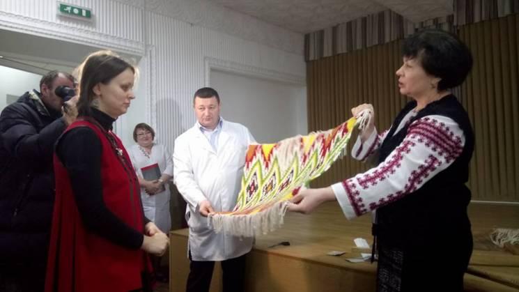 У Кропивницькому волонтери та військові виткали карту області та Криму