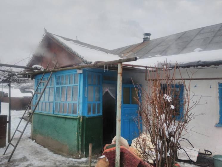 На Хмельниччині з пожежі врятували матір з двома малими дітьми (ФОТО)