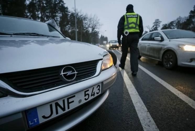 У Хмельницькому таксист отримав півмільйона штрафу за використання авто на литовських номерах