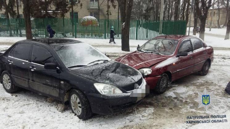 """У Харкові неуважний водій в'їхав у """"колегу"""" (ФОТО)"""