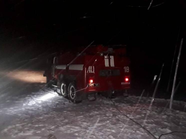 На Запоріжжі шість автівок потрапили у снігові пастки (ФОТО)