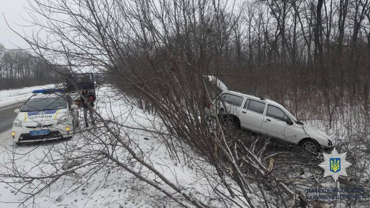 На Салтівському шосе водій Ford вилетів у кювет (ФОТО)