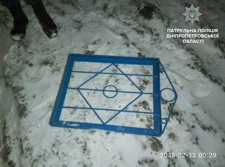 У Дніпрі на цвинтарі затримали крадіїв парканів