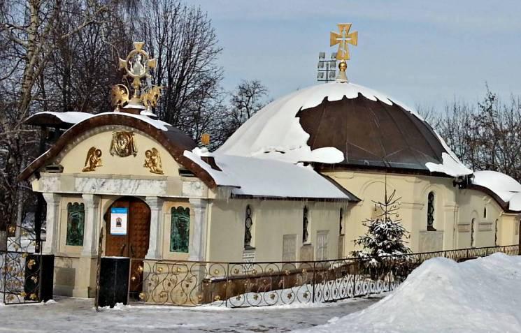 """Настоятель церкви-МАФу на Десятинній розсікає Києвом на """"Порше"""""""
