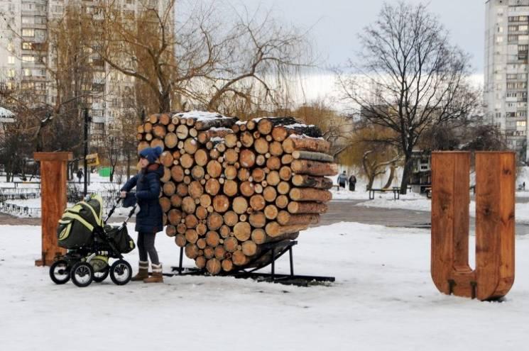 Відео дня: Майдан очищують від кіосків і Київ готується до Дня святого Валентина
