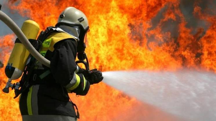 У райцентрі на Вінниччині загорівся будинок