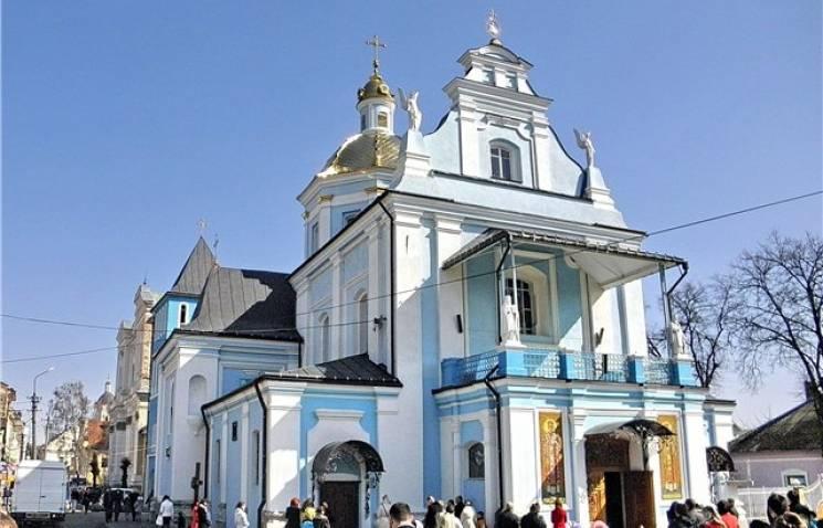 Як паломники їдуть на Львівщину до мощей…