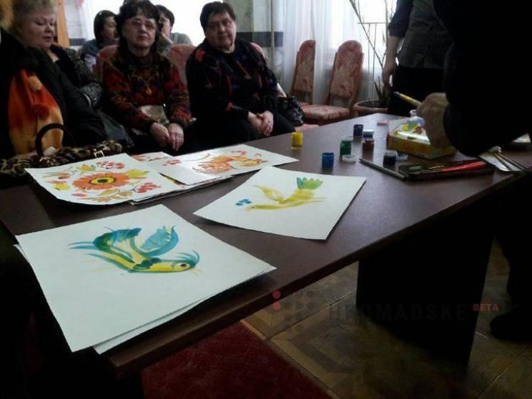 """""""Передчуття весни"""": У Полтаві презентували виставку картин, створених пальцями (ВІДЕО)"""