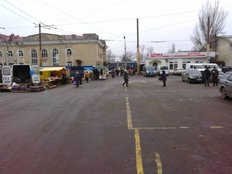 У Миколаєві звільнили площу від вуличних торговців