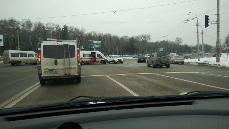 У Дніпрі через непрацюючий світлофор зіткнулося дві автівки