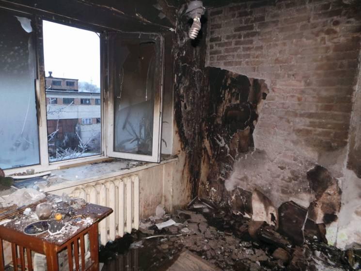 У Бердянську спалахнула п'ятиповерхівка, з задимленої будівлі врятували дітей (ФОТО)