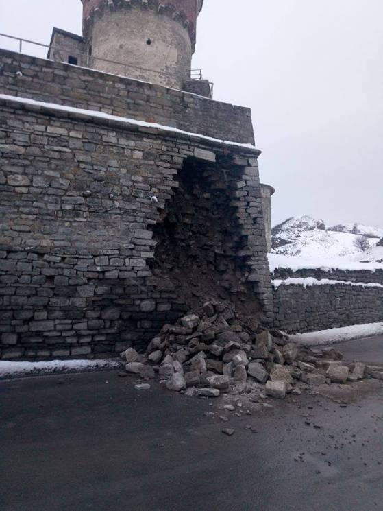 У Кам'янці обвалилась частина муру Старої Фортеці (ФОТО)