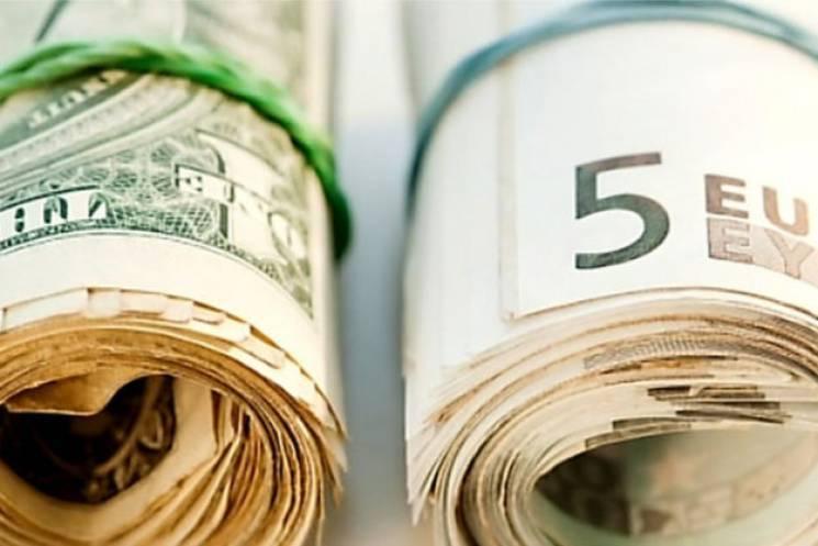 За ніч долар і євро в столичних обмінниках підросли ще більше
