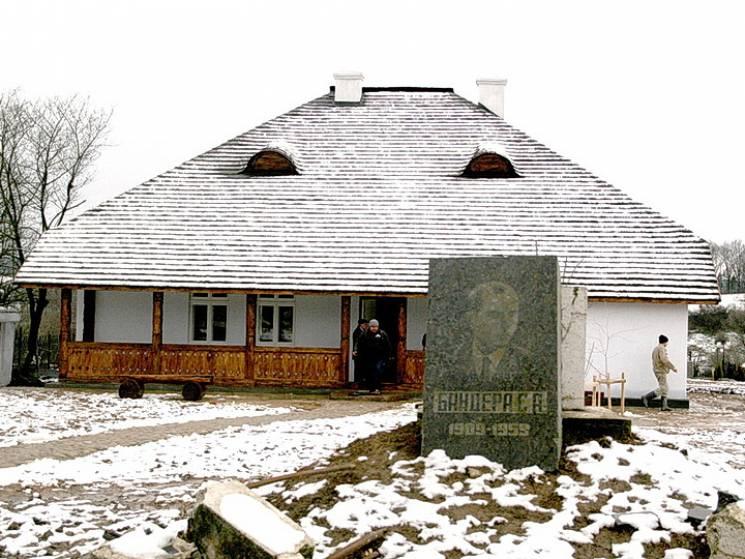 На Прикарпатті підірвали музей Бандери