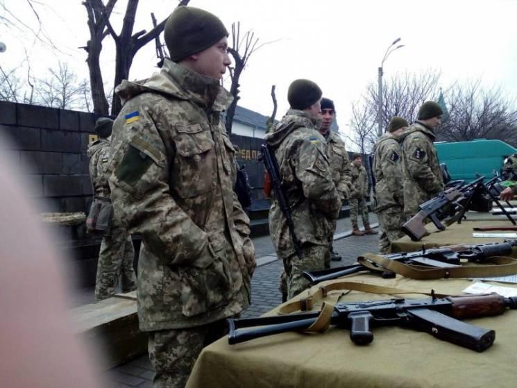 До Виноградова стягнули військову техніку та озброєння (ФОТО, ВІДЕО)