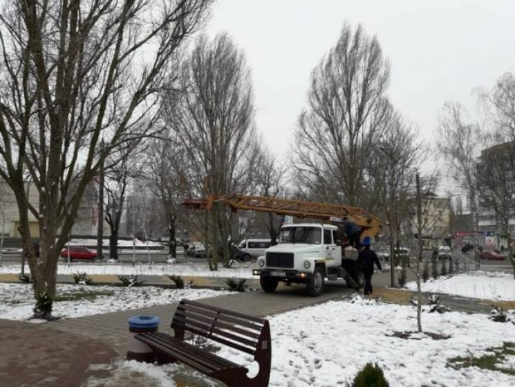 У Мелітополі нарешті демонтують новорічну ілюмінацію (ФОТО)