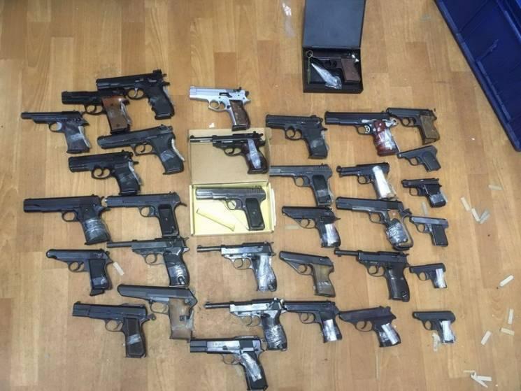 Справа про контрабанду зброї на Росію: У Харкові суд відмовився зняти арешт з арсеналу студента