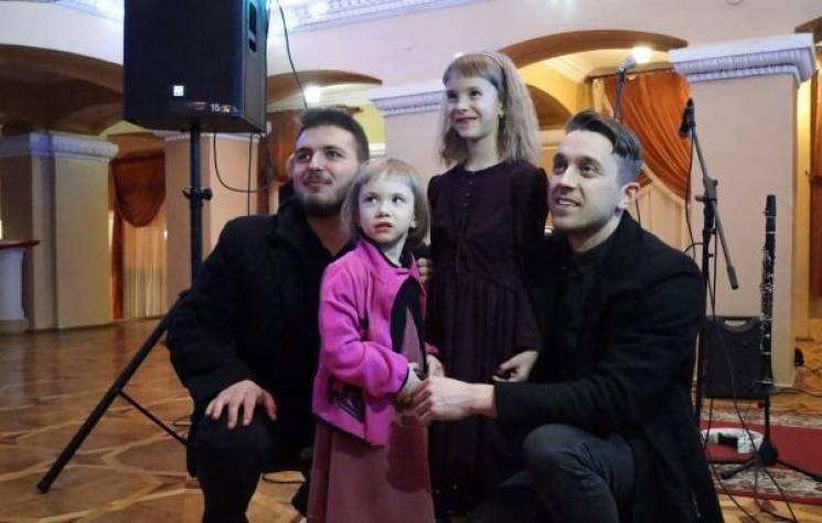 У Вінниці провели бал, щоб допомогти дівчинці, яка страждає на епілепсію