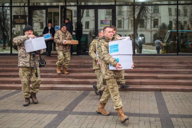 Волонтери Дніпра передали в АТО 10 тисяч млинців (ФОТО)