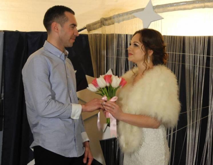 Зоряний шлюб: У Дніпрі відбулося перше весілля у планетарії