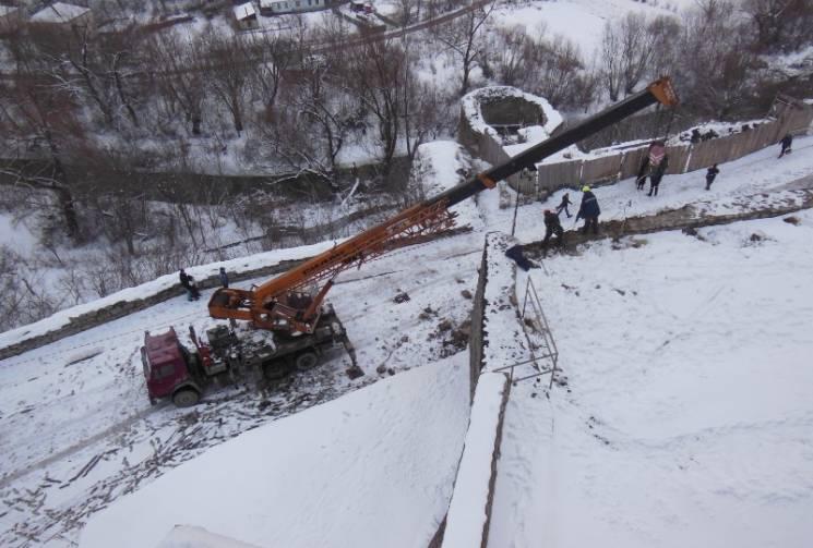 У Кам'янці розбирають аварійний мур фортеці (ФОТО)