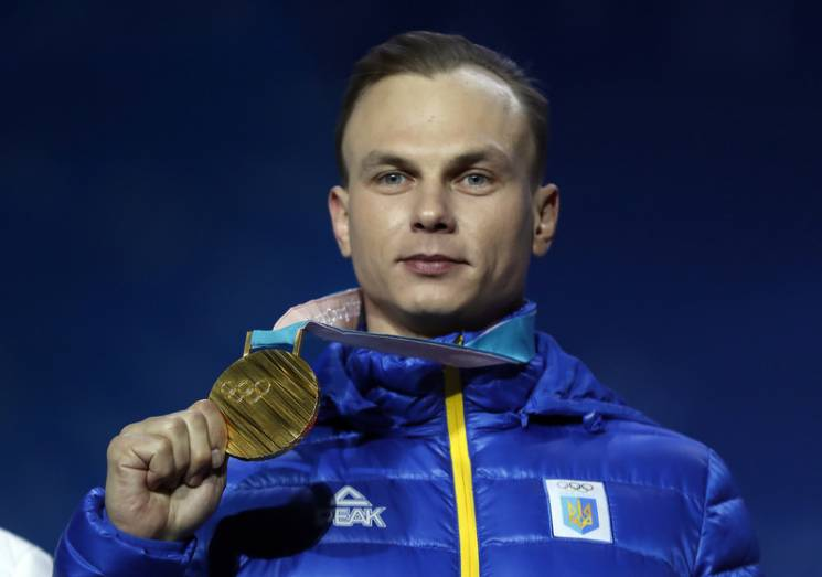 Відео дня: Київ вшановує Небесну сотню, на Олімпіаді слухають гімн України