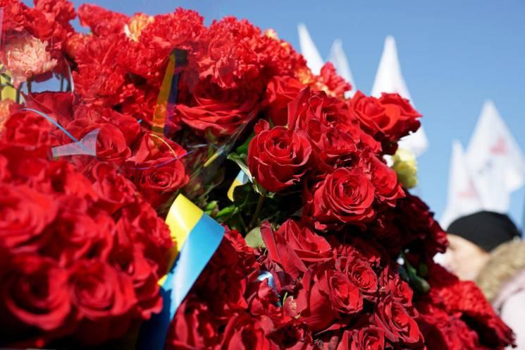 Возле Одесской ОГА почтили память Героев Небесной Сотни (ФОТО)