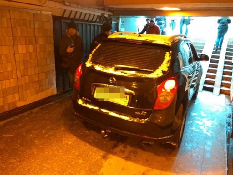 На Росії джип залетів у підземний перехід (ФОТО)