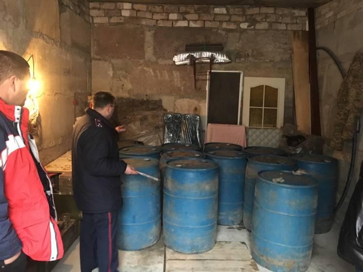 """На Кропивниччині викрили цехи, де робили """"палену"""" горілку"""