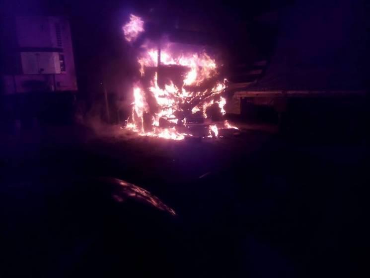 У Дніпрі на стоянці згоріла вантажівка (ФОТО)