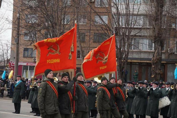 """Відео дня: Нацгвардія під комуністичними прапорами і крадіжки у """"Борисполі"""""""