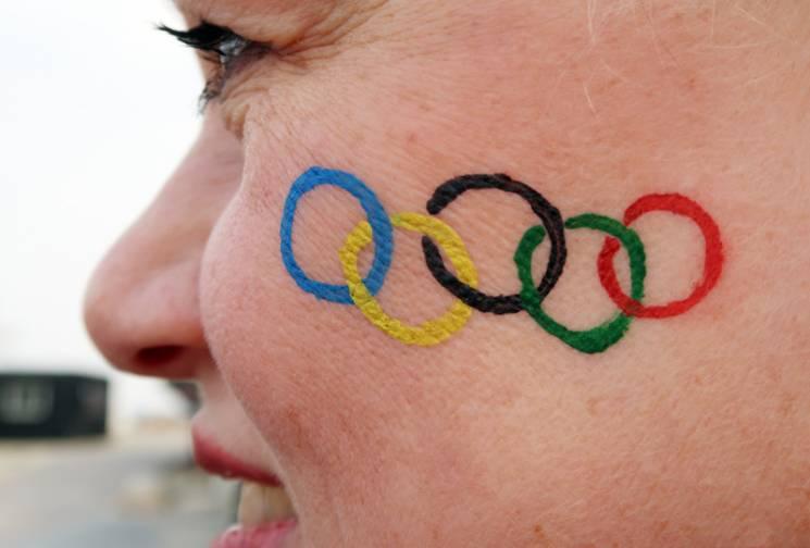 Шістнадцятий день Олімпіади: українець-прапороносець i росіяни продовжують купатися в ганьбі