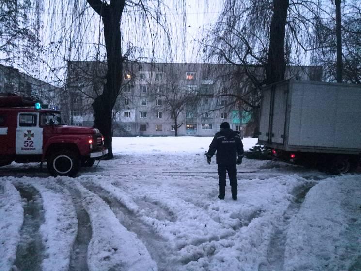 На Дніпропетровщині через відлигу вантажівка застрягла у заметах (ВІДЕО)