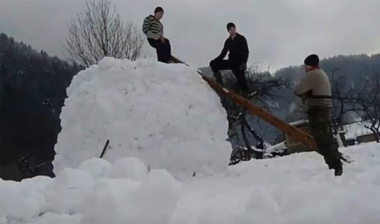 Як закарпатські відчайдухи зліпили сніго…