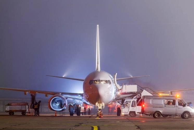 Миколаївський аеропорт вперше прийняв нічний рейс (ФОТО)