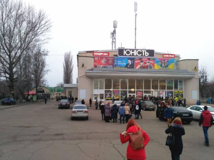 У Миколаєві агітували за Зеленського на безкоштовному концерті (ФОТО)