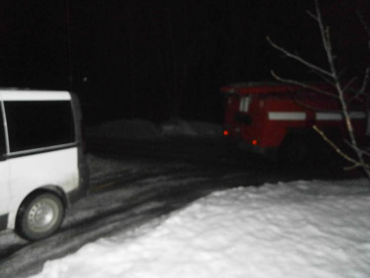 """Новий """"врожай"""" пасток на дорогах: На Кропивниччині витягали 8 вантажівок та 3 легковика"""