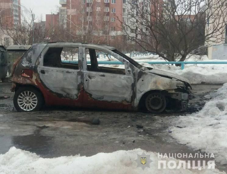 У Полтаві невідомі протягом ночі підпалили шість автівок (ФОТО)