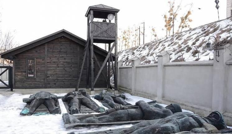 """Монумент Слави переїхав на """"Територію терору"""""""