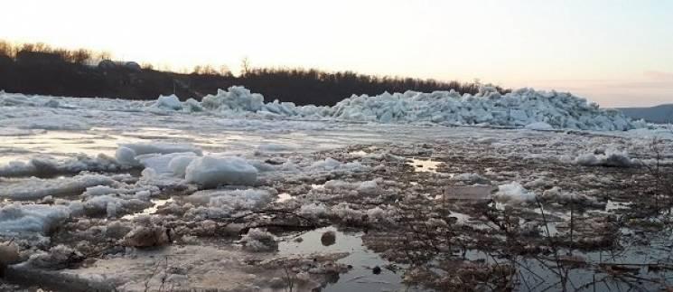 Вражаюче видовище: На Дністрі на Тернопільщині почався льодохід (ВІДЕО)