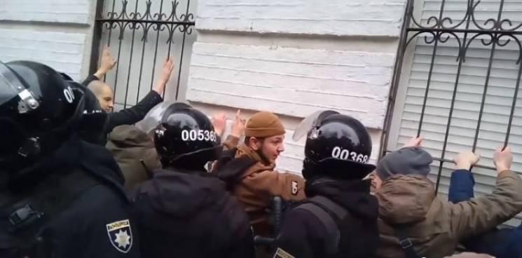 """""""500 баксів за мента"""": Як шукають """"беркутят"""", котрі били активістів на акції Тимошенко"""