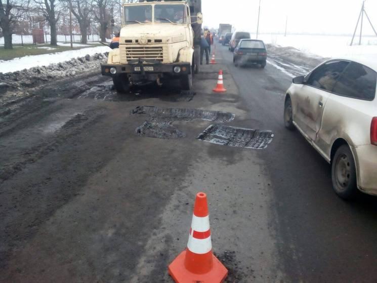 "Як дорожники ""латають"" ями на основних автошляхах Полтавщини (ФОТО)"