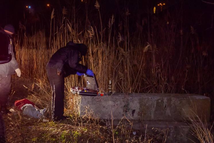 У Дніпрі біля озера загинула людина (ФОТО)