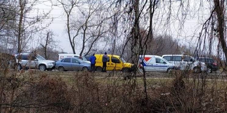 Як доміно: У Хмельницькому на світлофорі зіткнулися чотири машини (ВІДЕО)
