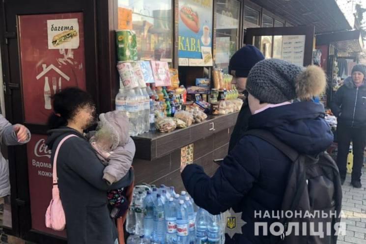 В Ужгороді притягнуто до відповідальності жінок, які використовували дітей для жебракування (ФОТО)