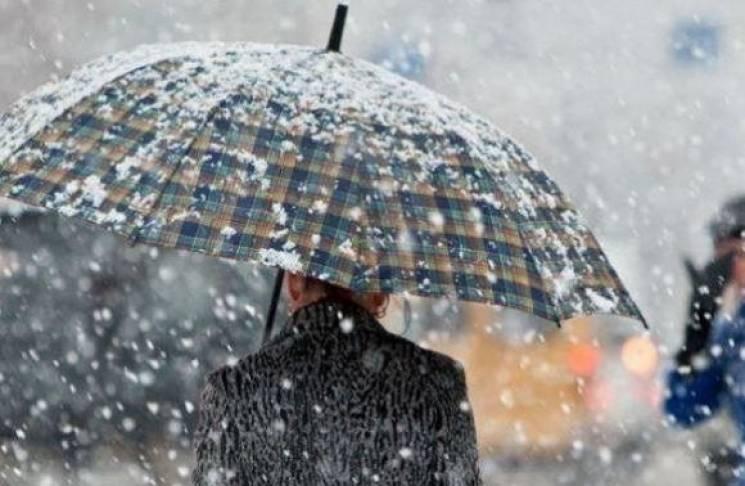 На Київ суне сніжно-дощовий циклон: Водіїв просять пересісти в метро