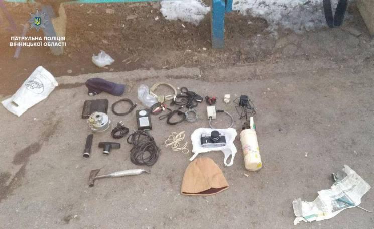 У підвалі вінницького будинку затримали підозрілого типа (ФОТО)