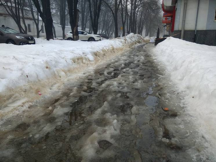 На Полтавщину знову суне негода, оголосили штормове попередження