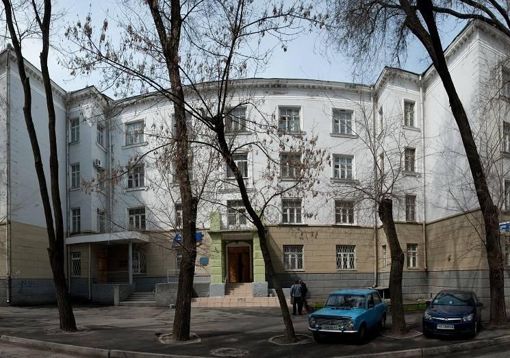 У Дніпрі залили зеленкою приміщення господарського суду