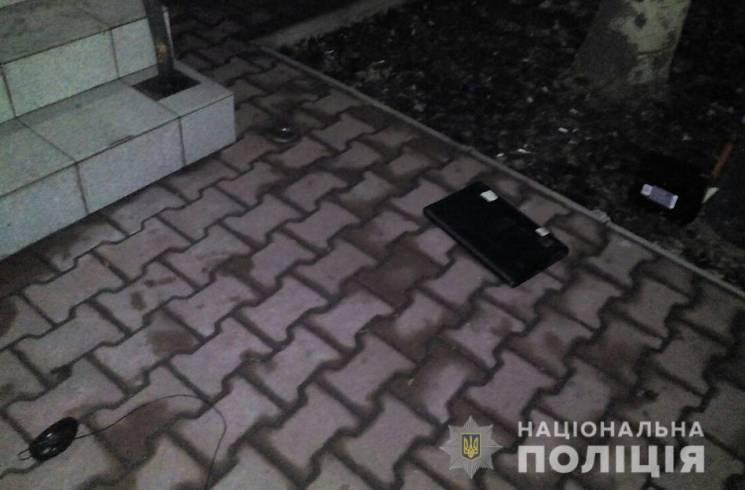 У центрі Запоріжжя злочинці вкрали з магазину комп'ютерну техніку (ФОТО)
